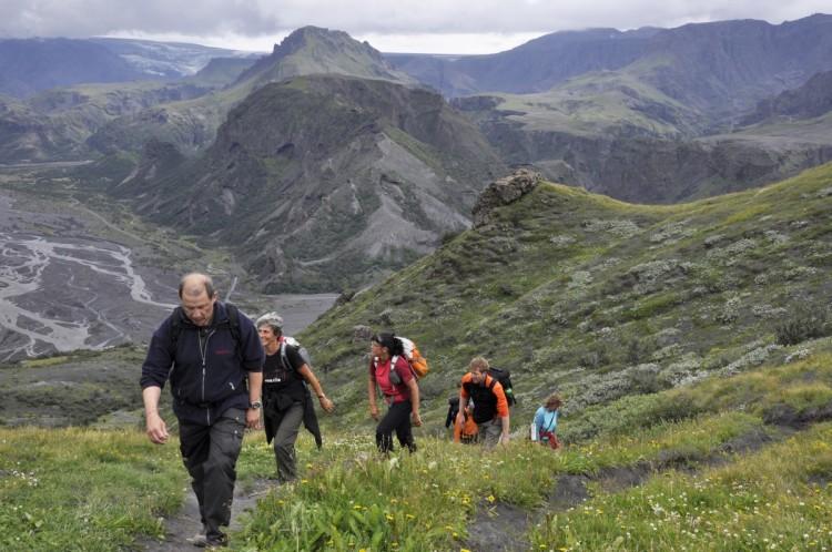Island Thorsmörk: In kleinen Gruppen wandern wir auf unseren Reisen durch Island.