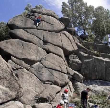 Foto vom Klettern am Granitfels beim Kletterkurs im Harz