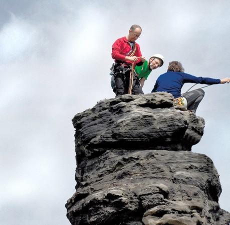 Foto auf einem Felsturm in der Sächsichen Schweiz
