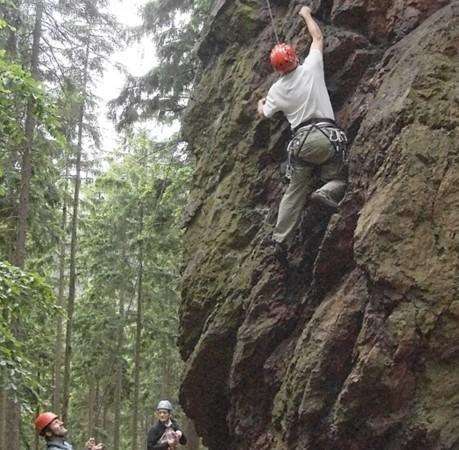Foto vom Klettern an Porphyrgestein beim Kletterkurs in Thüringen