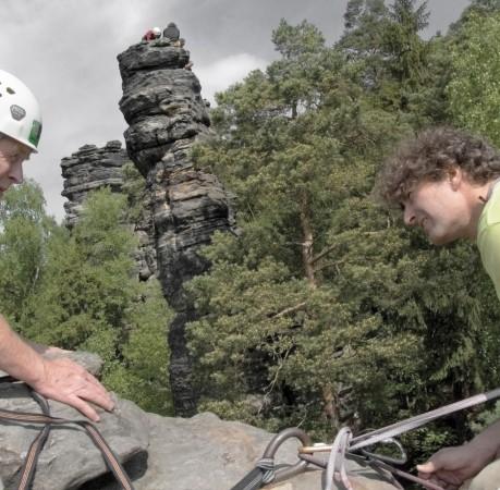 Foto auf einem Felsturm bei der Kletterwoche in der Sächsichen Schweiz