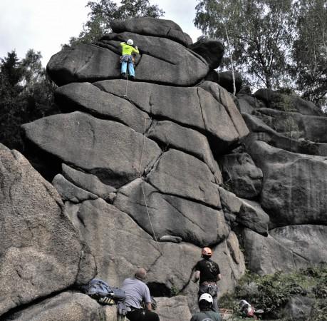 Foto vom Vorstiegsklettern an der Falterwand beim Kletterkurs im Harz