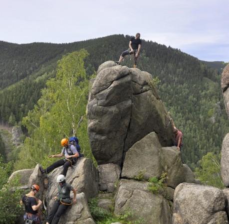 Foto vom Klettern am Drachenturm beim Kletterkurs im Harz