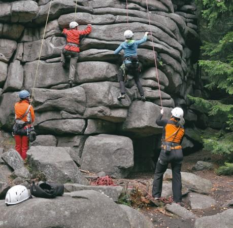 Foto vom Klettern an den Schnarcherklippen beim Kletterkurs im Harz