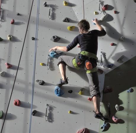 Foto vom Klettern im Toperope in der Kletterhalle