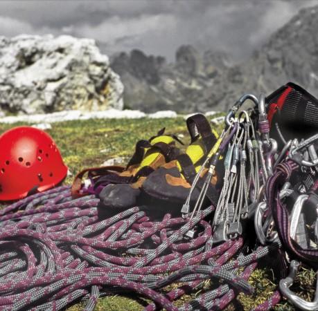 Foto von alpiner Kletterausrüstung beim Kletterkurs in den Berchtesgadener Alpen