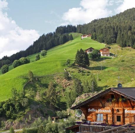 Foto einer Einkehr beim Aufstieg zur Hirzer Spitze bei der Wanderwoche in Südtirol