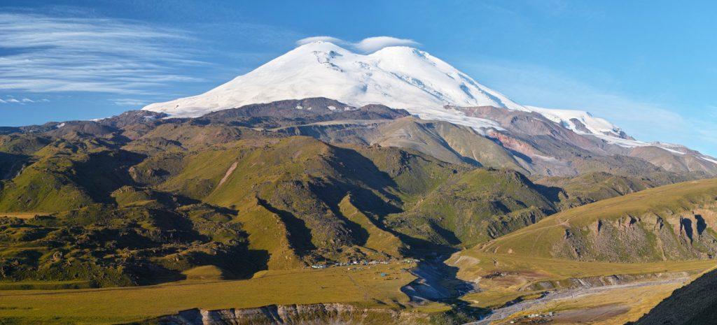 Der Elbrus ist der höchste Berg in Europa - mit 5.642 Meter. Aber nur, wenn man den eurasischen Kaukasus mit zum Kontinent zählt. Bildquelle: Lev Kalmykov bei Wikipedia unter CC BY-SA 4.0 Lizenz
